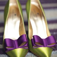 Green and Purple Bridal Shoes On Shoes, Me Too Shoes, Shoe Boots, Shoes Heels, Pretty Shoes, Beautiful Shoes, Purple Bridal Shoes, Purple Wedding, Shoe Clips