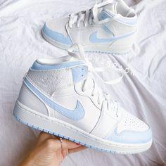 Jordan Shoes Girls, Girls Shoes, Shoes For Teens, Shoes For Women, Cute Sneakers, Shoes Sneakers, Air Jordan Sneakers, Sneakers Women, Women's Shoes