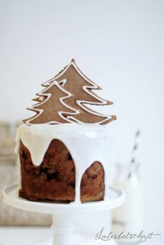 Pared back, stylish Christmas cake anyone? Xmas Food, Christmas Sweets, Christmas Cooking, Noel Christmas, Christmas Goodies, Christmas Cakes, Christmas Ideas, Holiday Baking, Holiday Treats