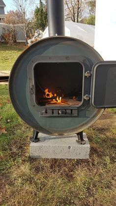 Outside Wood Stove Shop Heater: 8 Steps (with Pictures) Rocket Stove Design, Diy Rocket Stove, Rocket Stoves, Wood Stove Heater, Outside Wood Stove, Best Camping Stove, New Stove, Outdoor Heaters