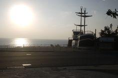 Beautiful sunsets in Shanban Bay, Xiao Liuqiu and the ship Gouden Leeuw create the amazing pictures.