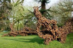 Festival Internacional de Jardins de Chaumont-sur-Loire (Foto: divulgação). Escultura de Nicolay Polissky, feita a partir de pedaços de vinhedo encontrados na região