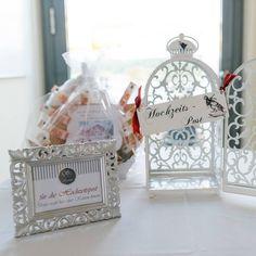 Kfig und Schild fr die Hochzeitspost  Karten fr diehellip