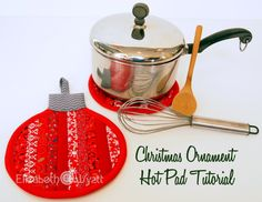 Sew this Christmas ornament hot pad for a quick and easy DIY gift.  Perfect for the hostess or foodie on your list.  Free Tutorial!