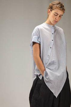 Forme D' Expression Modern Hijab Fashion, Minimal Fashion, Shirt Reconstruction, Playsuit Dress, Minimal Dress, Rajputi Dress, Shirt Refashion, Asymmetrical Tops, Japanese Fashion