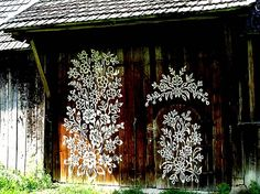 The World's Best Photos of zalipie Yarn Bombing, Brainstorm, Les Stickers, Painted Cottage, Painted Houses, Polish Folk Art, Folk Art Flowers, Porch Posts, Door Murals