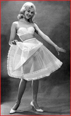 Vintage Underwear, Vintage Lingerie, Big Skirts, Lingerie Drawer, Asian Beauty, Vintage Fashion, Vintage Style, Vintage Ladies, Pin Up