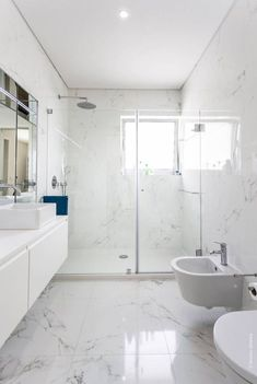 Luxury Bathroom Master Baths Paint Colors is agreed important for your home. Whether you pick the Luxury Master Bathroom Ideas or Luxury Bathroom Master Baths Benjamin Moore, you will make the best Small Bathroom Decorating Ideas for your own life. Marble Tile Bathroom, Bathroom Flooring, Bathroom Mirrors, Bathroom Cabinets, Flooring Tiles, Gold Bathroom, Bathroom Spa, Tub Tile, Marble Wall
