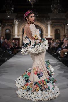 Aranega - We Love Flamenco 2018 - Sevilla Spanish Dress, Ankara Skirt And Blouse, Tulips In Vase, Spanish Fashion, High Fashion, Womens Fashion, Anime Art Girl, Traditional Dresses, Couture