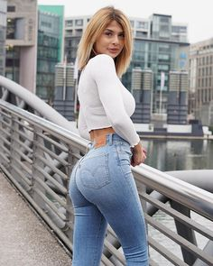 Lisa 💙❤️💋 Lisa Del Piero, Christine Bleakley, Denim Jeans, Mom Jeans, I Love Girls, Colored Denim, Girls Jeans, Rock, Fit Women