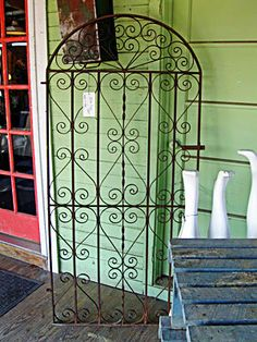 Metal garden gate - --- This is EXACTLY what I need for the brick patio! Ahhhh