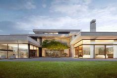 Villa Zürichsee Arndt Geiger Herrmann - New Ideas Modern Residential Architecture, Architecture Design, Modern House Plans, Modern House Design, Garage Guest House, Luxury Homes Dream Houses, Dream House Exterior, Villa Design, Dream Home Design