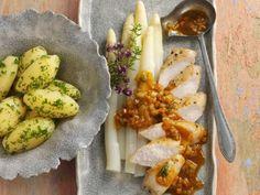 Probieren Sie das leckere Kaninchen mit weißem Spargelgemüse von EAT SMARTER oder eines unserer anderen gesunden Rezepte!