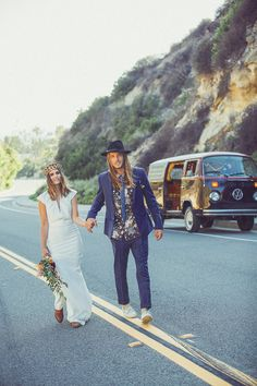 Southern California road trip elopement | Photo by Hailley Howard | Read more - http://www.100layercake.com/blog/?p=77465
