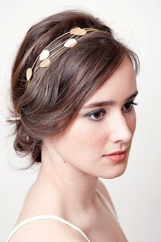 This is such a soft and beautiful look. I love the leafy headband. I bet it would be easy to make too!