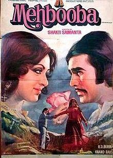 The songmere naina sawan bhadon lyricswas sung by Legendary singer Kishore Kumar. It is from the movie Mehbooba(1976). Directed by Shakti Samanta and produced by Mushir Riaz. Superstar Rajesh Khanna, Hema Malini and Prem Chopra was the lead rolls.  Mere Naina Sawan Bhadon Lyrics Starts From Here  Hhmmmmm ahaahaaa   Mere Naina Sawan Bhadon Phir bhi mera man pyasa Phir bhi mera man pyasa  Mere naina sawan bhado Phir bhi mera man pyasa Phir bhi mera man pyasa  Aye dil deewane Khel hai kya… Hindi Bollywood Movies, Bollywood Posters, Bollywood Party, Vintage Bollywood, 1976 Movies, Old Movies, Movies Free, Sadhana Actress, Hindi Movie Film