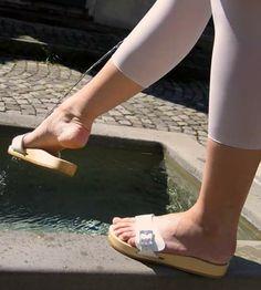 Sexy Sandals, Sandals Outfit, Slide Sandals, Summer Sandals, Dr Scholl, Clogs, Wooden Sandals, Going Barefoot, Outdoor Wear