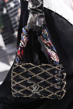 dee5db9ba89 Louis Vuitton Fall 2016 Ready-to-Wear Fashion Show