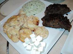 I weekenden stod menuen bl.a. på Græsk hakkebøf af oksekød med persille, feta og hvidløg i, og som tilbehør lavede jeg flødekartofler og tza...