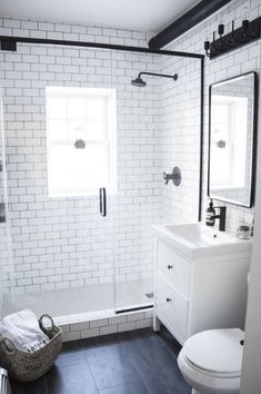 65 Small Bathroom Design Inspiration As A Reference For Your Small Bathroom Renovation - Making small renovations into a current bathroom is readily done. Ascertain what you would like to perform and decide the bathroom renovation price also. Interior Simple, Interior Modern, Bathroom Interior Design, Design Bedroom, Interior Ideas, Traditional Interior, Bath Design, Bathroom Renos, Bathroom Layout