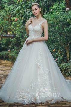 Perfect A-Line V-Neck Natural Chapel Train Tulle Lace and Organza Sleeveless Zipper With Buttons Wedding Dress Appliques Beading and Flower #LD5712 #weddingdress #customdress #bridalgowns #cocomelody #dreamdress #alinedress