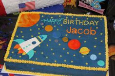 Solar System Cake - This was a carrot cake with cream cheese filling for my nephew& birthday party.yes, he actually wanted carrot cake! I got the inspiration from several others like it here on CC. 6th Birthday Parties, Birthday Fun, Birthday Ideas, Solar System Cake, Rocket Cake, Planet Cake, Astronaut Party, Birthday Sheet Cakes, Space Party
