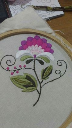 Marvelous Crewel Embroidery Long Short Soft Shading In Colors Ideas. Enchanting Crewel Embroidery Long Short Soft Shading In Colors Ideas. Jacobean Embroidery, Hand Embroidery Patterns, Diy Embroidery, Cross Stitch Embroidery, Machine Embroidery, Mexican Embroidery, Hungarian Embroidery, Folk Art Flowers, Bordado Floral