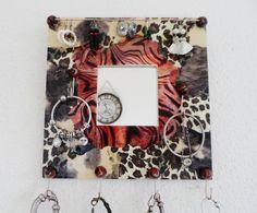 Porte bijoux mural avec miroir motif léopard de la boutique PorteBijouxSylsun sur Etsy