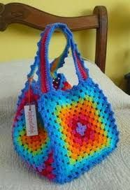 Crochet Handbags belo colorido - You will love to learn how to make a Crochet Granny Square Bag and it's perfect for your yarn. It's just one of several easy ideas and it's quick and easy to make and looks great. Check out all the FREE Patterns now. Bag Crochet, Crochet Shell Stitch, Crochet Handbags, Crochet Purses, Crochet Crafts, Free Crochet, Crochet Projects, Crochet Summer, Free Knitting