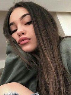 Hellbraune Haarfarben New Burnette Hair Color Style Trends In 2017 … Selfies Tumblr, Girls Selfies, Snapchat Selfies, Pretty Girl Selfies, Snapchat Girls, Selfie Poses, Selfie Selfie, Instagram Pose, Instagram Girls