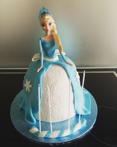Gâteau d'anniversaire Reine des Neiges Elsa, Disney Princess, Disney Characters, Cake, Diy, Tarts, Barbie Cake, Children, Kitchens