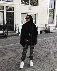 – Source by yayeseynabous – - hijab outfit Modern Hijab Fashion, Street Hijab Fashion, Muslim Fashion, Hijab Fashion Inspiration, Trendy Fashion, Style Fashion, Sporty Fashion, Retro Fashion, Casual Hijab Outfit