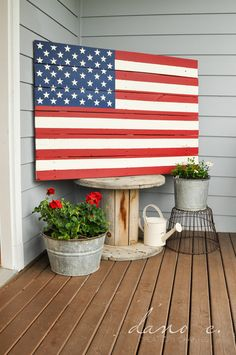 DIY Pottery Barn American Flag for a fraction of the price. DIY Pottery Barn American Flag for a fraction of the price. Pallet Flag, Pallet Art, Pallet Clock, Patriotic Crafts, July Crafts, Patriotic Party, Americana Crafts, Patriotic Wreath, Pallet Crafts