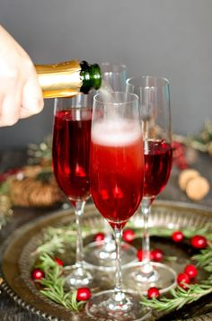 This vanilla cranberry mimosa cocktail is perfect for winter brunches, | Cocktails | Cocktail Recipes | #wintercoctail #cocktail #cocktailrecipes #cocktails | https://sonomaartisan.com/