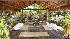 Exotic retreat surrounded by the Brazilian jungle (onekindesign.com).