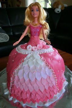 Kuchenkruemel: Ich hatte schon lange vor, mich mal an eine Barbie...