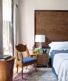 30 Headboards to Inspire Your Next Bedroom Redo - Architectural Digest Next Bedroom, Home Bedroom, Master Bedroom, Modern Bedroom, Bedroom Ideas, Architectural Digest, Furniture Reupholstery, Chair Upholstery, American Interior