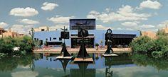 Evoluant sur un bassin, les trois girouettes se sont appropriées un élément important d'Al Maaden, l'eau. Ces GIROUETTES reflètent parfaitement la technique de l'artiste pour les œuvres « mobiles » monumentales, dans la lignée de ses recherches sur le mouvement.