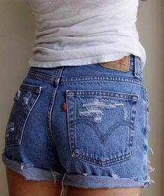 Authentic Levi Shorts Denim Levi shorts NWOT // does not have a size on them but they fit like a // take a scissor to them to make the perfect frayed and distressed high waisted shorts for summer! Vintage Levi Shorts, Vintage Levis, Vintage Men, Fashion Vintage, Vintage Black, Looks Jeans, Summer Outfits, Cute Outfits, Black Outfits