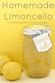 Homemade Limoncello-DIY Gift Idea Cocktails, Cocktail Recipes, Cocktail Drinks, Alcoholic Drinks, Beverages, Drinks Alcohol, Limoncello Rezept, Homemade Limoncello, Limoncello Drinks