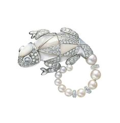 #Boucheron #brooch #motherofpearl #diamonds #chameleon #uniquejewelrypieces #gem #highjeweleryadvisor