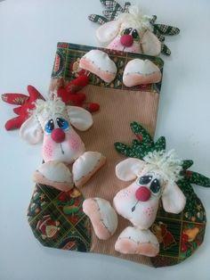 Christmas Stockings, Christmas Ornaments, Reno, Internet, Holiday Decor, Home Decor, Christmas Decorating Ideas, Wreaths, Embellishments