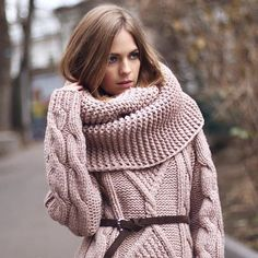 Caramel brown color and sweater plus scarf look so cozy for cold autumn days By @_woollywoo_ #best_knitters