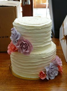 25 Romantic Wedding Cakes ~ For All Seasons ... choose a cake, if you can! #diy