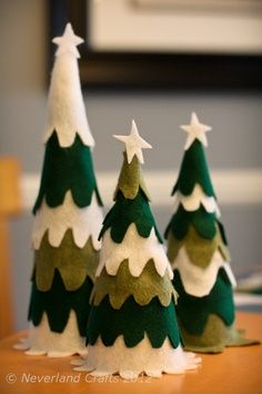 christmas crafts- I did something similar a few years ago but the felt was too thin and I ended up with trees that looked like a child made it. So next time I would use thick wool or old sweaters. Tree Crafts, Christmas Projects, Holiday Crafts, Christmas Holidays, Felt Tree, Theme Noel, Felt Christmas Ornaments, Xmas Decorations, Christmas Inspiration