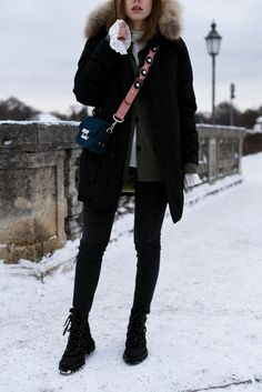 More on www.offwhiteswan.com Woolrich Jacket Black, Fendi Strap lookalike by Zara, Skinny Shaping Jeans by H&M, Winter Boots by Zara, Parka, Plissee Blouse Layering, Flared Sleeves, Winter Streetstyle, Fashion, Trend 2017 #swantjesoemmer #offwhiteswan