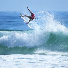 """""""#QuikPro #GoldCoast Round 2 is back ON! Follow the link on our profile to watch LIVE! #itsON #finally #instago @kellyslater @quiksilver @visitgoldcoast…"""""""