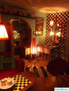 50-tal,retro,nostalgi,schackrutigt,cafébord,virr varr,turkos,plastband,spegel,vägglampa,tavlor