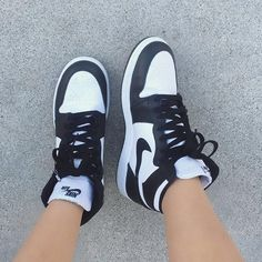 Sneakers Mode, Cute Sneakers, Sneakers Fashion, Shoes Sneakers, Jordan Shoes Girls, Girls Shoes, Jordans Girls, Swag Shoes, Nike Air Shoes