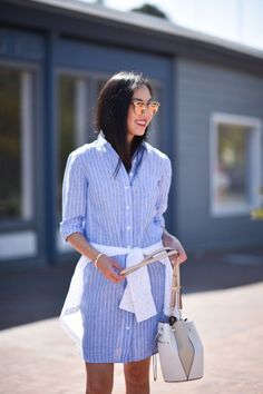 This Summer Staple Can Be Worn To The Office And Beyond - Cute Blue And White Striped Shirt Dress Summer Street Style Casual Chic, Boho Chic, Linen Shirt Dress, Striped Shirt Dress, Spring Street Style, Street Style Looks, Summer Street, Office Attire Women, Camisa Formal